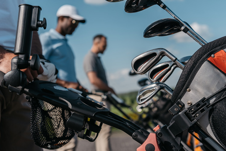should you ship your golf clubs to your destination