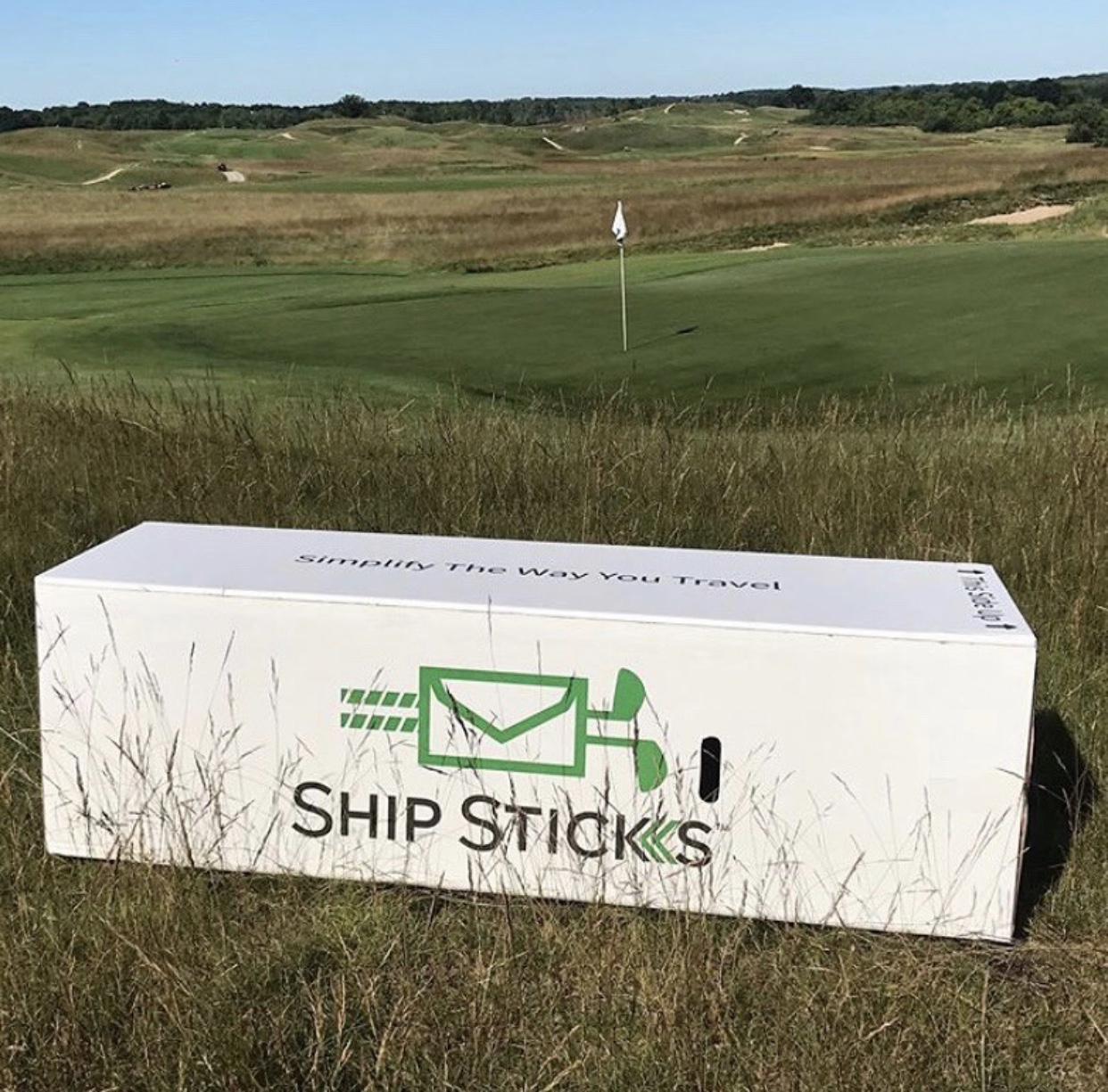 ship my golf clubs to Erin Hills